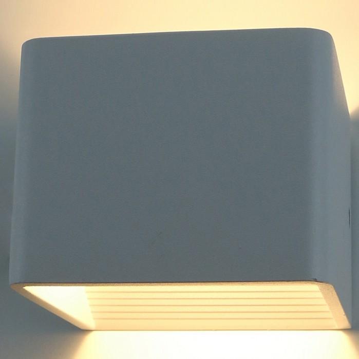 Накладной светильник Arte LampС 1 плафоном<br>Артикул - AR_A1423AP-1WH,Бренд - Arte Lamp (Италия),Коллекция - A1423,Гарантия, месяцы - 24,Ширина, мм - 100,Высота, мм - 80,Выступ, мм - 100,Тип лампы - светодиодная [LED],Общее кол-во ламп - 1,Напряжение питания лампы, В - 220,Максимальная мощность лампы, Вт - 5,Цвет лампы - белый теплый,Лампы в комплекте - светодиодная [LED],Цвет плафонов и подвесок - белый,Тип поверхности плафонов - матовый,Материал плафонов и подвесок - металл,Цвет арматуры - белый,Тип поверхности арматуры - матовый,Материал арматуры - металл,Количество плафонов - 1,Возможность подлючения диммера - нельзя,Цветовая температура, K - 3000 K,Световой поток, лм - 500,Экономичнее лампы накаливания - в 10 раз,Светоотдача, лм/Вт - 100,Ресурс лампы - 25 тыс. час.,Класс электробезопасности - I,Степень пылевлагозащиты, IP - 20,Диапазон рабочих температур - комнатная температура,Дополнительные параметры - способ крепления светильника к стене - на монтажной пластине, светильник предназначен для использования со скрытой проводкой<br>