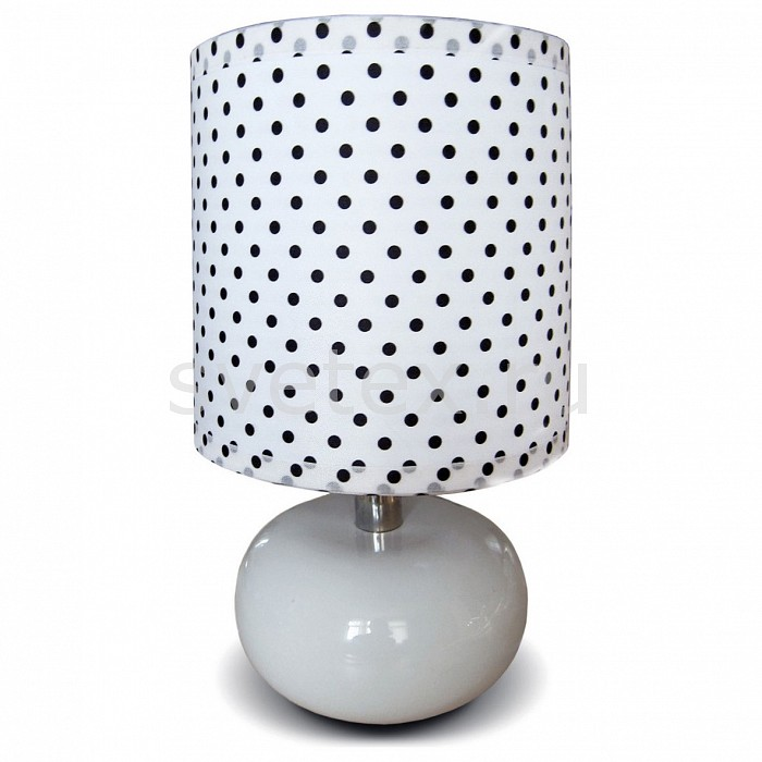 Настольная лампа De MarktС абажуром<br>Артикул - MW_607030101,Бренд - De Markt (Германия),Коллекция - Келли 1,Гарантия, месяцы - 24,Время изготовления, дней - 1,Высота, мм - 250,Диаметр, мм - 160,Тип лампы - компактная люминесцентная [КЛЛ] ИЛИнакаливания ИЛИсветодиодная [LED],Общее кол-во ламп - 1,Напряжение питания лампы, В - 220,Максимальная мощность лампы, Вт - 40,Лампы в комплекте - отсутствуют,Цвет плафонов и подвесок - белый с черныйм рисунком,Тип поверхности плафонов - матовый,Материал плафонов и подвесок - тектиль,Цвет арматуры - белый, хром,Тип поверхности арматуры - глянцевый,Материал арматуры - металл,Количество плафонов - 1,Наличие выключателя, диммера или пульта ДУ - выключатель на проводе,Компоненты, входящие в комплект - провод электропитания с вилкой без заземления,Тип цоколя лампы - E14,Класс электробезопасности - II,Степень пылевлагозащиты, IP - 20,Диапазон рабочих температур - комнатная температура<br>