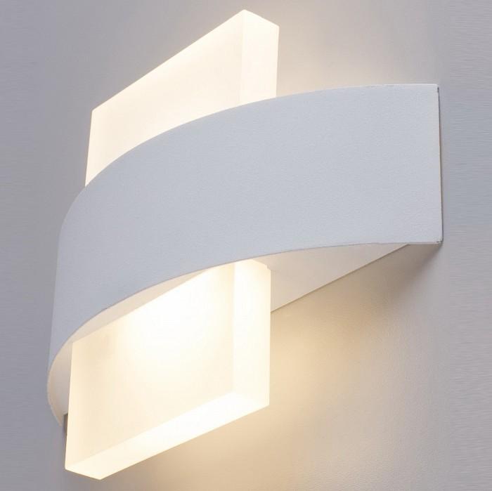 Накладной светильник Arte LampСветодиодные<br>Артикул - AR_A1444AP-1WH,Бренд - Arte Lamp (Италия),Коллекция - A1444,Гарантия, месяцы - 24,Ширина, мм - 230,Высота, мм - 160,Выступ, мм - 50,Размер упаковки, мм - 165x235x60,Тип лампы - светодиодная [LED],Общее кол-во ламп - 1,Напряжение питания лампы, В - 220,Максимальная мощность лампы, Вт - 6,Цвет лампы - белый теплый,Лампы в комплекте - светодиодная [LED],Цвет плафонов и подвесок - белый,Тип поверхности плафонов - матовый,Материал плафонов и подвесок - металл,Цвет арматуры - белый,Тип поверхности арматуры - матовый,Материал арматуры - металл,Количество плафонов - 1,Возможность подлючения диммера - нельзя,Цветовая температура, K - 3000 K,Световой поток, лм - 300,Экономичнее лампы накаливания - в 5.7 раза,Светоотдача, лм/Вт - 50,Ресурс лампы - 25 тыс. час.,Класс электробезопасности - I,Степень пылевлагозащиты, IP - 20,Диапазон рабочих температур - комнатная температура,Дополнительные параметры - способ крепления светильника к стене - на монтажной пластине, светильник предназначен для использования со скрытой проводкой<br>