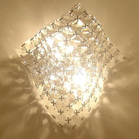 Накладной светильник CitiluxС 1 плафоном<br>Артикул - CL399321,Бренд - Citilux (Дания),Коллекция - Манта,Гарантия, месяцы - 24,Время изготовления, дней - 1,Ширина, мм - 240,Высота, мм - 250,Выступ, мм - 180,Размер упаковки, мм - 240x240x95,Тип лампы - галогеновая,Общее кол-во ламп - 2,Напряжение питания лампы, В - 220,Максимальная мощность лампы, Вт - 60,Цвет лампы - белый теплый,Лампы в комплекте - галогеновые G9,Цвет плафонов и подвесок - неокрашенный,Тип поверхности плафонов - прозрачный,Материал плафонов и подвесок - хрусталь,Цвет арматуры - хром,Тип поверхности арматуры - глянцевый,Материал арматуры - металл,Количество плафонов - 1,Возможность подлючения диммера - можно,Форма и тип колбы - пальчиковая,Тип цоколя лампы - G9,Цветовая температура, K - 2800 - 3200 K,Экономичнее лампы накаливания - на 50%,Класс электробезопасности - I,Общая мощность, Вт - 120,Степень пылевлагозащиты, IP - 20,Диапазон рабочих температур - комнатная температура,Дополнительные параметры - светильник предназначен для использования со скрытой проводкой<br>
