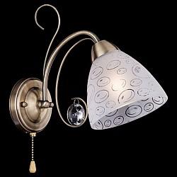 Бра EurosvetС 1 лампой<br>Артикул - EV_74068,Бренд - Eurosvet (Китай),Коллекция - 60011,Гарантия, месяцы - 24,Высота, мм - 200,Тип лампы - компактная люминесцентная [КЛЛ] ИЛИнакаливания ИЛИсветодиодная [LED],Общее кол-во ламп - 1,Напряжение питания лампы, В - 220,Максимальная мощность лампы, Вт - 60,Лампы в комплекте - отсутствуют,Цвет плафонов и подвесок - белый с рисунком, неокрашенный,Тип поверхности плафонов - матовый, прозрачный,Материал плафонов и подвесок - стекло, хрусталь,Цвет арматуры - бронза античная,Тип поверхности арматуры - матовый,Материал арматуры - металл,Возможность подлючения диммера - можно, если установить лампу накаливания,Тип цоколя лампы - E14,Класс электробезопасности - I,Степень пылевлагозащиты, IP - 20,Диапазон рабочих температур - комнатная температура,Дополнительные параметры - способ крепления светильника на стене – на монтажной пластине, светильник предназначен для использования со скрытой проводкой<br>